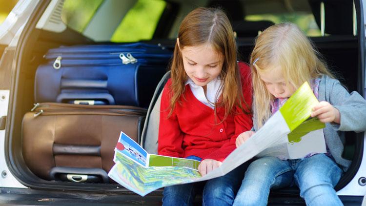 Consejos para viajar con niños pequeños en coche